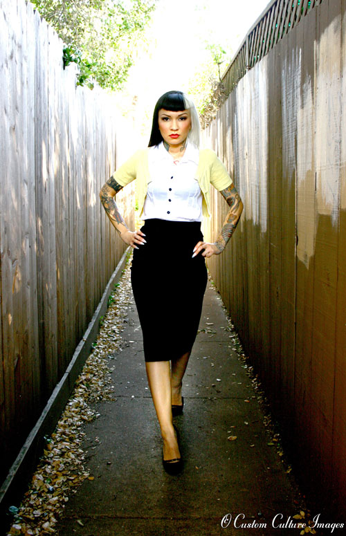 pencil skirt strut