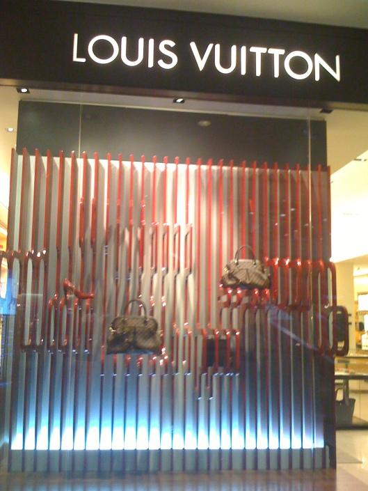 louis vuitton always buzzing inside
